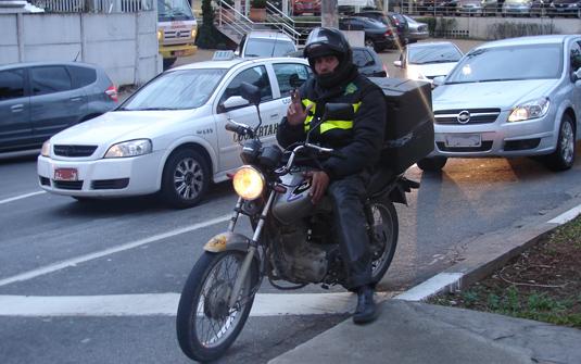 Motoboy e direção defensiva: garantia de entrega rápida e segura