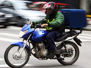 Sem fiscalização, nova lei não impede 'corrida' de motoboys